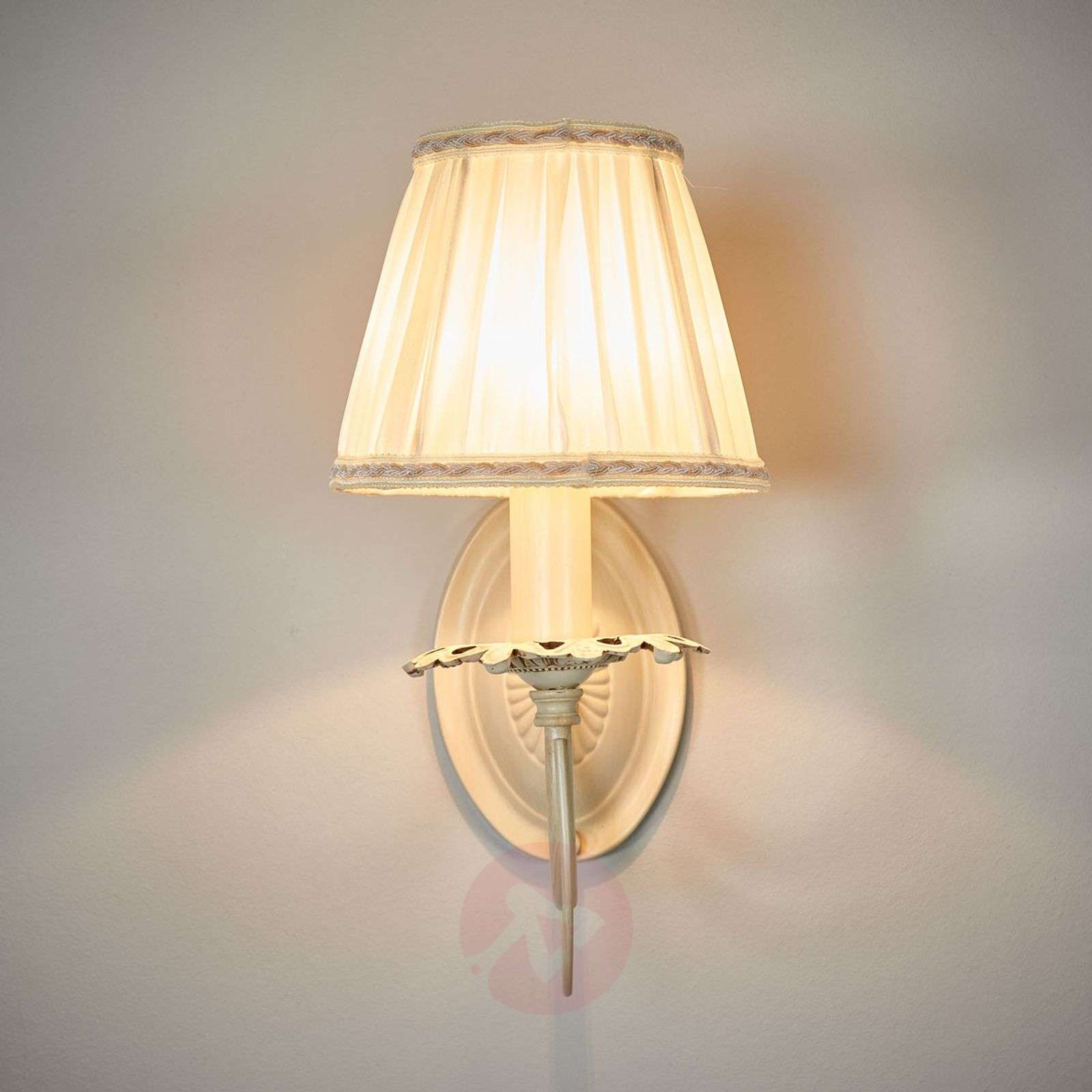 Elegant Wall Lamp Olivia With Pleated Shade