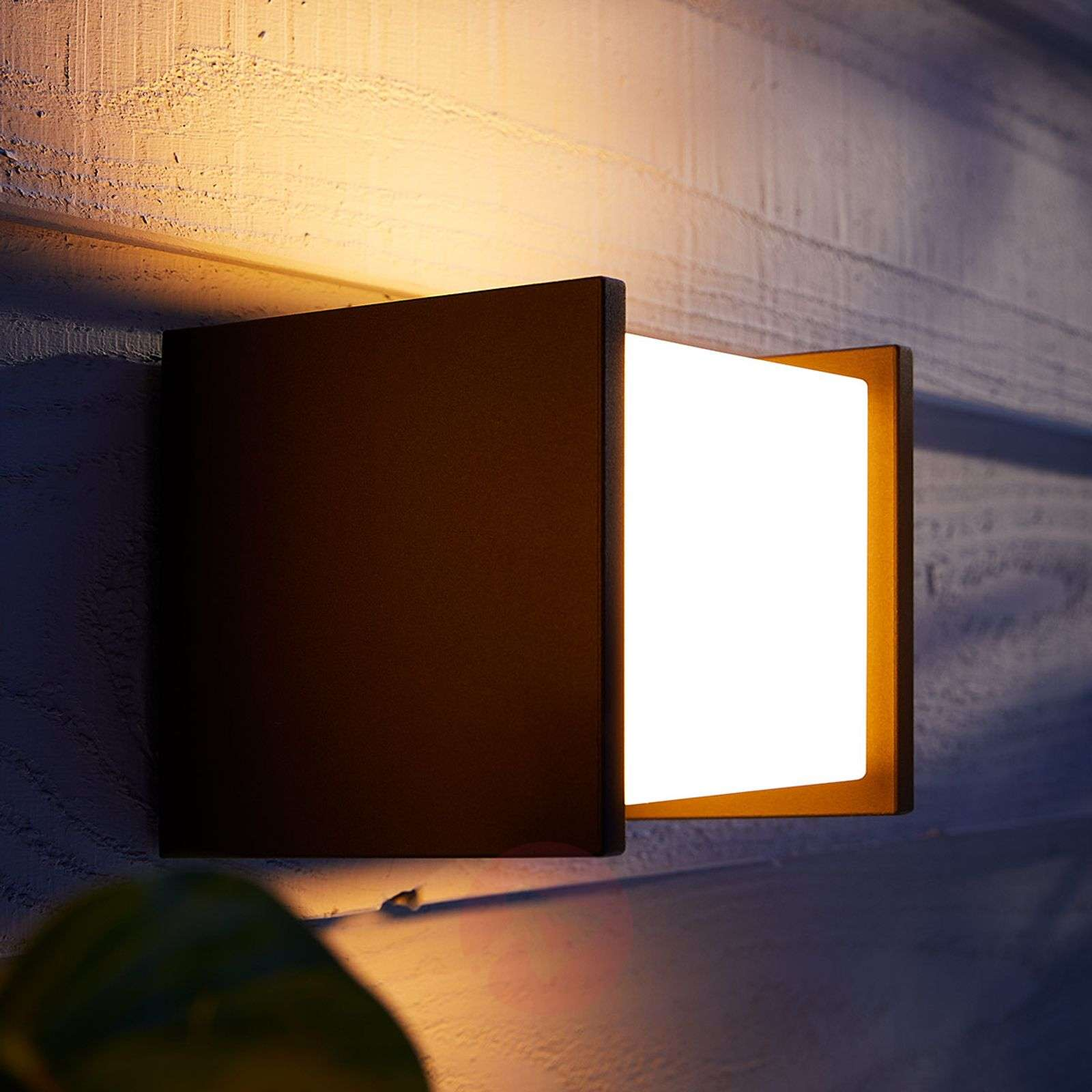 Philips Hue White Fuzo outdoor wall light, 13x14cm ...