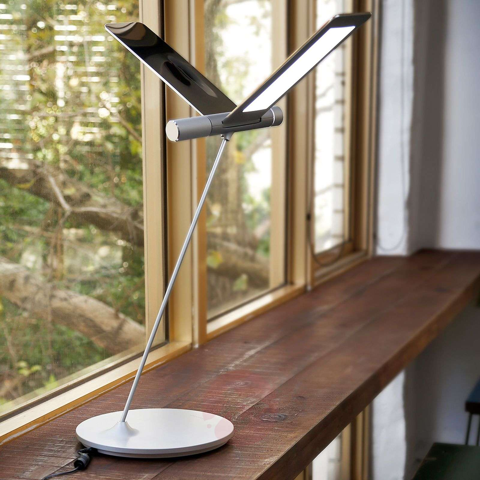 I  Seagull LED Table Lamp With A Striking Design775101001