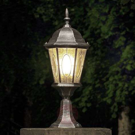 Tasteful Vera path light