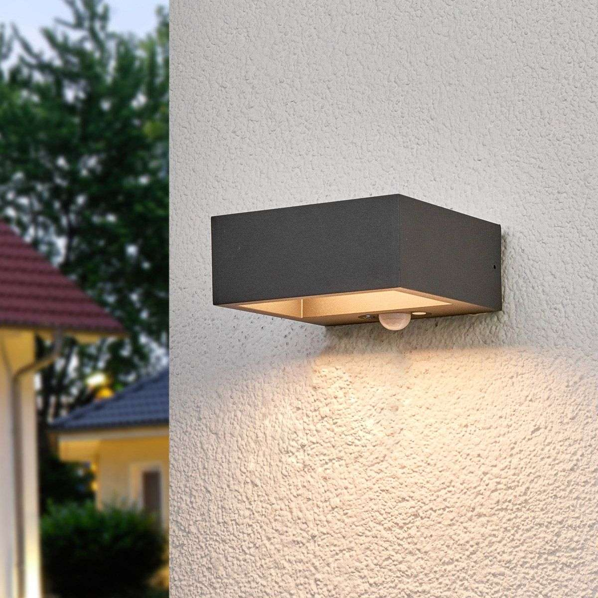 Solar powered led outdoor wall light mahra sensor for Lampe exterieur solaire avec detecteur
